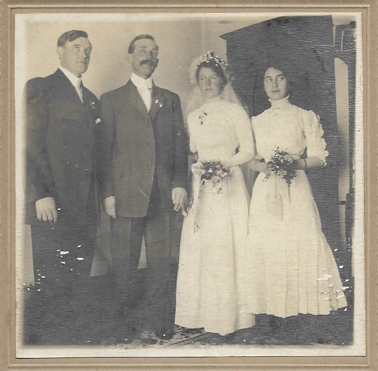 raye and walter wedding 1912.jpg